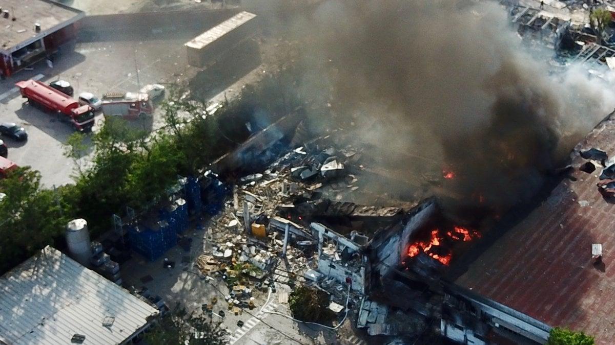 Incendio a Ottaviano, a fuoco stabilimento Adler di Scudieri: un morto e un ferito molto grave