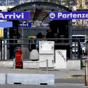 """Napoli, infermiera anti-Covid violentata, il dolore del marito: """"Non mi perdonerò mai di averla lasciata sola"""""""