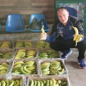 Napoli, coronavirus: il dono del benefattore anonimo, una tonnellata di banane per i bisognosi