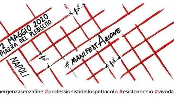 Napoli, flash mob dei lavoratori dello spettacolo: in silenzio al Plebiscito con i propri stumenti