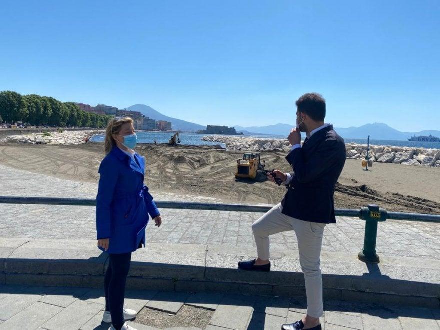 Napoli, rotonda Diaz: al via la pulizia della spiaggia