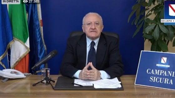 """Campania, De Luca contro la movida: """"Basta rincretinirsi con alcol e droga"""""""