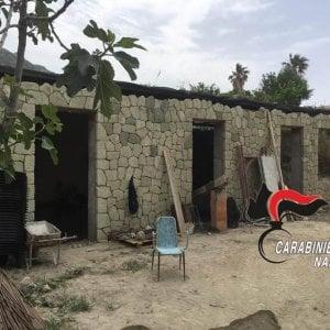 Ischia, nuovi abusi dopo il lockdown: costruisce casa in tufo verde
