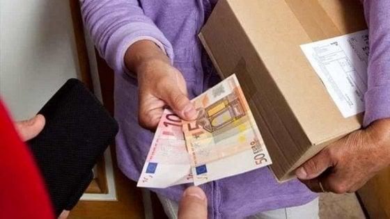 """Truffe: """"pacco"""" da 4.100 euro per """"nipote"""", un arresto a Napoli"""