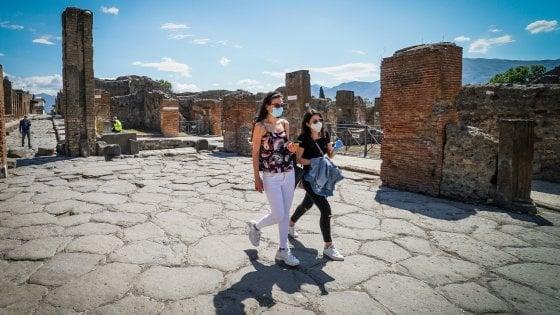 """Pompei, l'emozione della riapertura. Primi visitatori con mascherine, Osanna: """"Puntiamo a un milione e mezzo di presenze"""""""