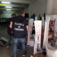 Napoli capitale del falso, chiusa stamperia abusiva