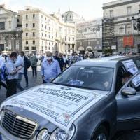 Fase 2: a Napoli carro funebre per 'morte' del settore dei bus turistici