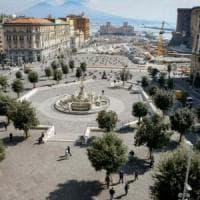 Napoli, più suolo pubblico per bar e ristoranti: l'ordinanza di de Magistris