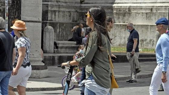 Regione Campania, nuovo provvedimento su smart working e da lunedì facoltativo l'uso delle mascherine all'aperto