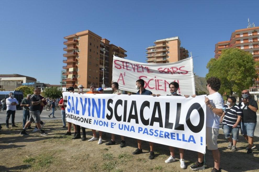 Salvini a Mondragone, scontri e tensioni