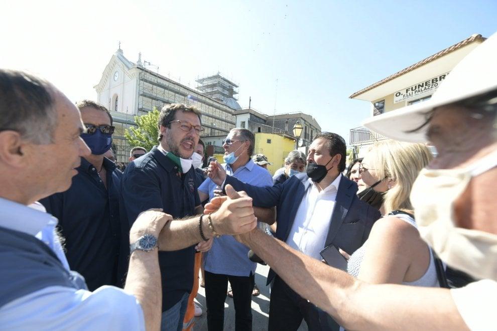 Castel Volturno, comizio lampo di Salvini