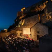 Sotto le stelle, ma distanziati: così il grande cinema riparte da Ischia