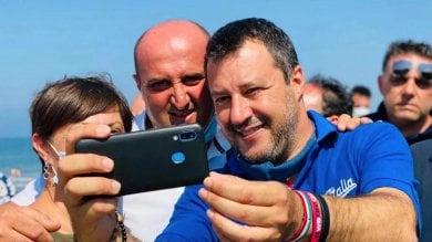 """Salvini, blitz a sorpresa a Mondragone: """"Non torno con M5s. E prima si manda  a casa De Luca, meglio è""""             / Video"""
