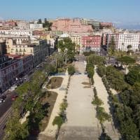 Napoli, i due volti della Villa comunale: restyling e 33 nuovi alberi da una parte, degrado dall'altra