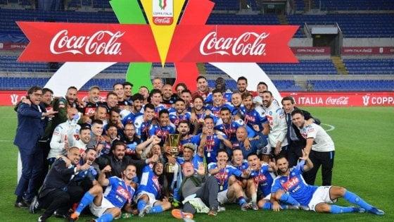 Calcio, Panini: figurina extra per il trionfo del Napoli in Coppa Italia
