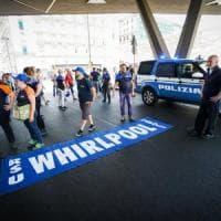 Whirlpool, la protesta dei lavoratori: corteo fino alla Stazione centrale