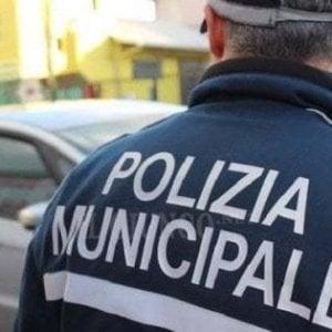 Napoli, appartamenti abusivi costruiti attorno a un teatro del 700 in via Manzoni