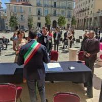 Potenza, il matrimonio civile si celebra in piazza
