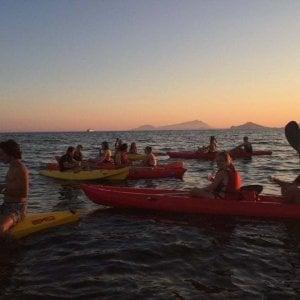 """A Napoli una """"processione"""" di kayak per San Gennaro"""