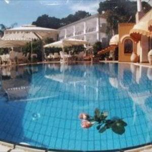 Capri, sequestrato l'albergo La Certosella: indagato il figlio di Adolfo Greco