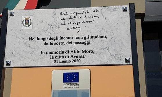 Scoperta una targa in ricordo di Aldo Moro alla stazione di Aversa