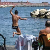 Fase 3: a Napoli folla in spiaggia per la prima domenica di agosto