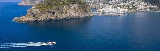 Covid, l'ordinanza di De Luca   sul trasporto marittimo: posti al 100 per cento occupabili