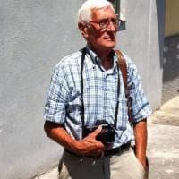 I 90 anni di Guido Giannini, fotoreporter anarchico: dal presidente Einaudi ai campi rom prima delle Vele