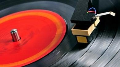 Ruba 16 dischi in vinile: condannato  a un anno e sei mesi e 500 euro di multa