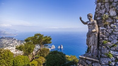 """REP:  Capri si blinda contro il Covid:  """"Turisti, scaricate l'app Immuni"""""""