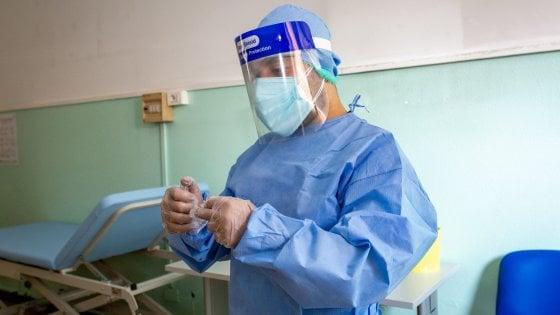 Coronavirus, in Campania il contagio sale: pochi tamponi, ma ci sono 14 nuovi positivi
