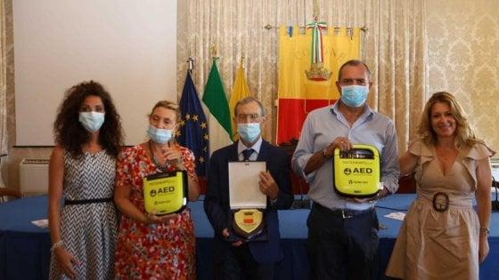 Napoli,  donati due defibrillatori per le spiagge della città