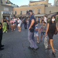 Capri, nuova ordinanza: mascherine obbligatorie all'aperto h24