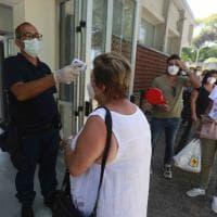 Coronavirus Campania, tutti in fila al Cotugno dopo le vacanze