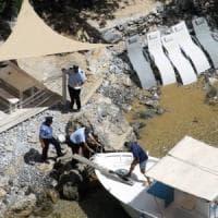 Abusi edilizi e grotta trasformata in bar sulla spiaggia, blitz a Palinuro