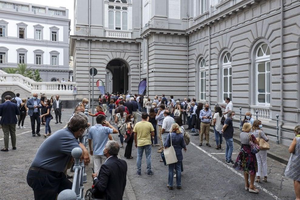 Napoli, tutti in fila per votare il nuovo rettore dell'università Federico II