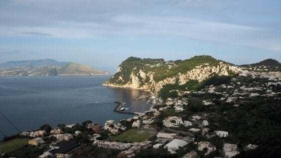 Capri, ordinanza prorogata: mascherine obbligatorie all'aperto tutto il giorno