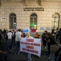 Potenza, in piazza contro l'omofobia dopo le affermazioni del consigliere di Fratelli d'Italia