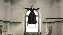 Rep:  Abramovic sospesa  in aria: una santa in estasi per l'arte