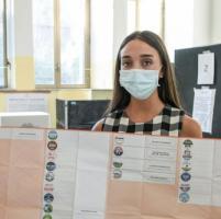 Campania al voto nell'era Covid: cinque milioni alle urne, duemila agenti
