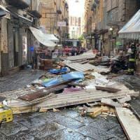 Maltempo: bomba d'acqua su Napoli, cede tettoia a Montesanto
