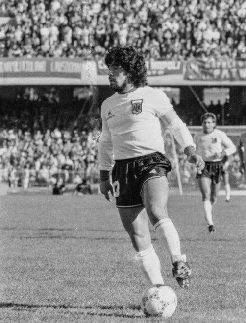 Quando Maradona giocò al San Paolo contro il suo Napoli