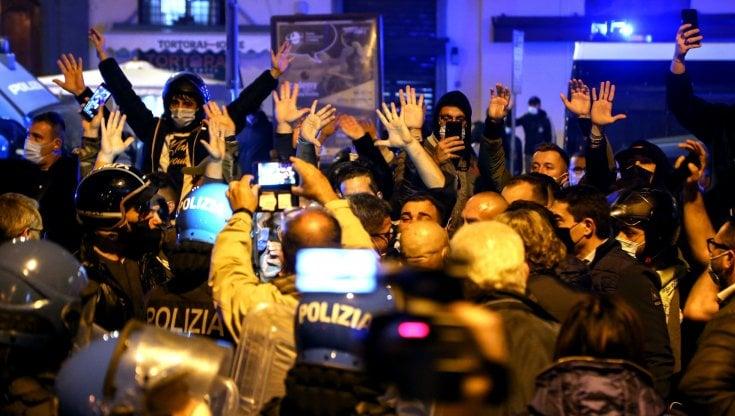 Lockdown, guerriglia a Napoli: due arresti per gli scontri