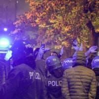 """Lockdown, guerriglia a Napoli. Due arresti per gli scontri: """"Regia criminale, massima..."""