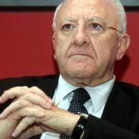 """De Luca, attacco al governo: """"Sottovaluta la gravità dell'epidemia, sta facendo aumentare..."""