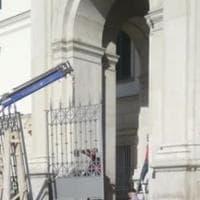 Pompei, arrivano i cancelli anti-clochard all'ingresso del santuario
