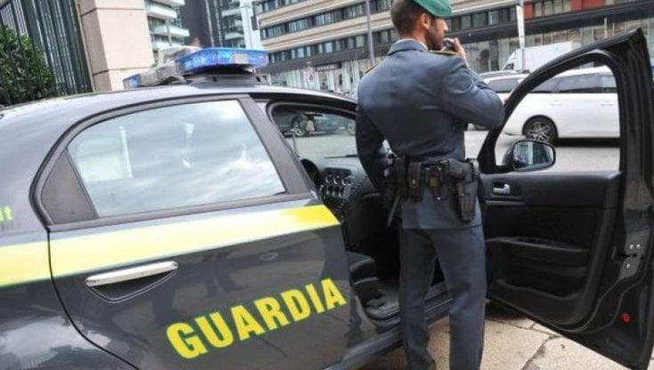 Napoli, Guardia di Finanza smantella contrabbando di sigarette: 4 arresti -  la Repubblica