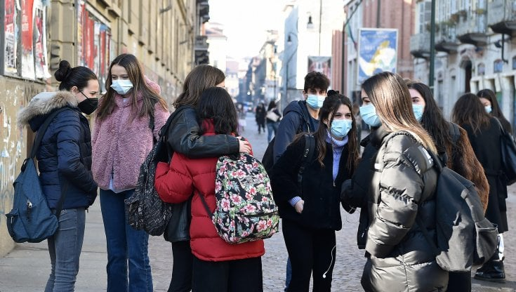 Scuole superiori in Campania |  il Tar boccia ancora De Luca |   Riapertura il primo febbraio