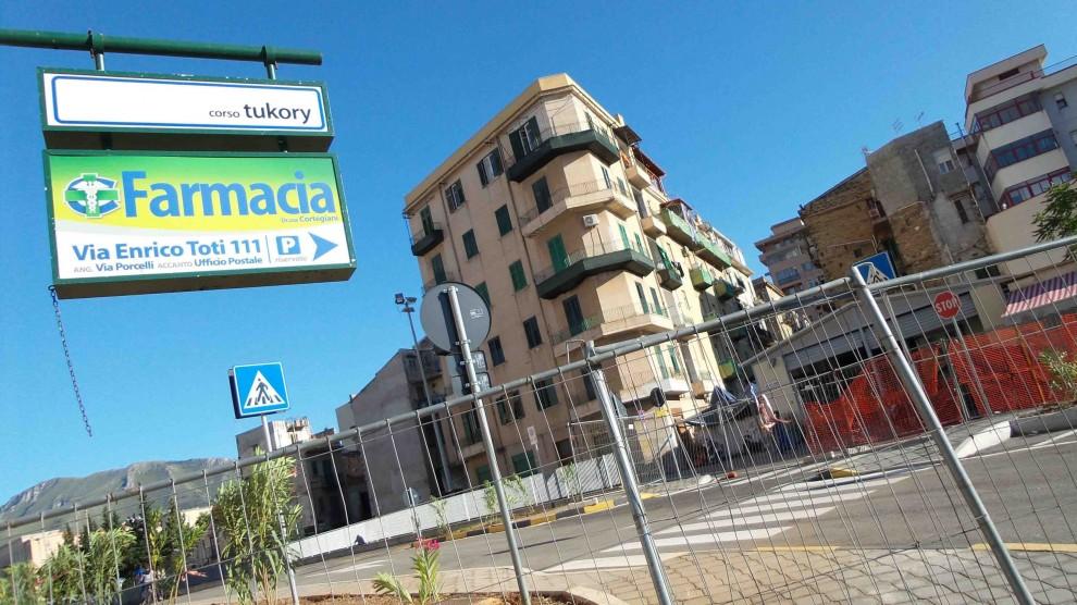 Apre la bretella tra via del Vespro e piazza Indipendenza, ma senza illuminazione