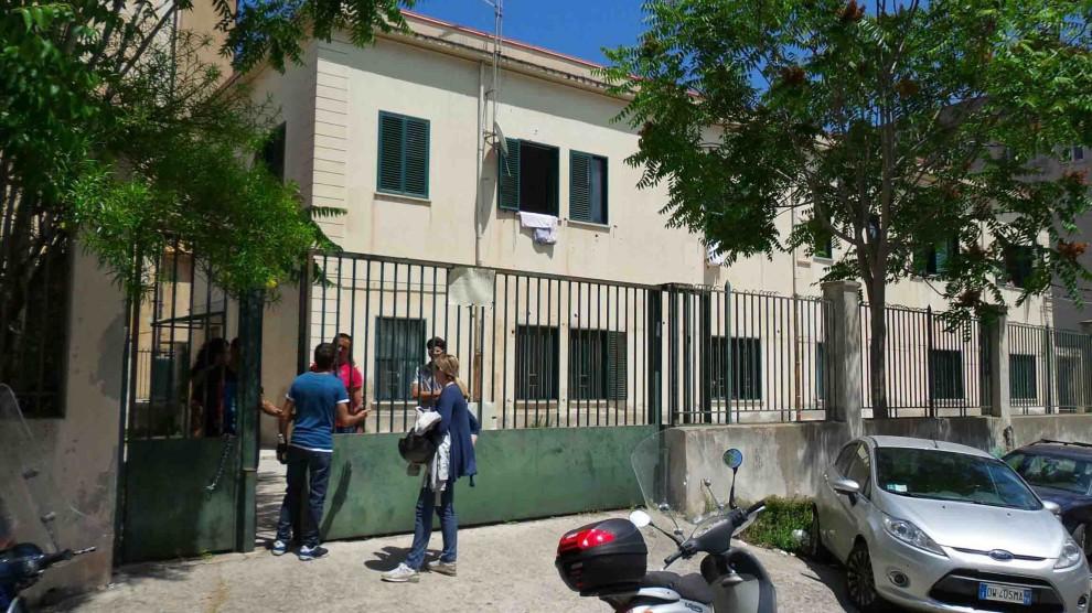 Il quartier generale della Catturandi occupato dai senzatetto